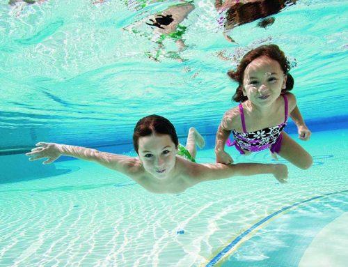 Miért jó, ha korán megszerettetjük gyermekeinkkel az úszást?